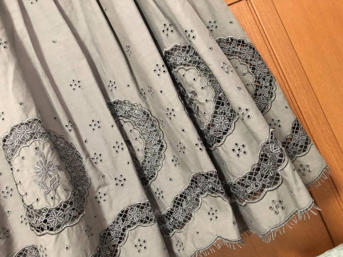 エムズグレイシー カタログ掲載 のワンピース 38(9号)美品(1回のみ着用) ⑩グレーの刺繍ワンピース_画像8