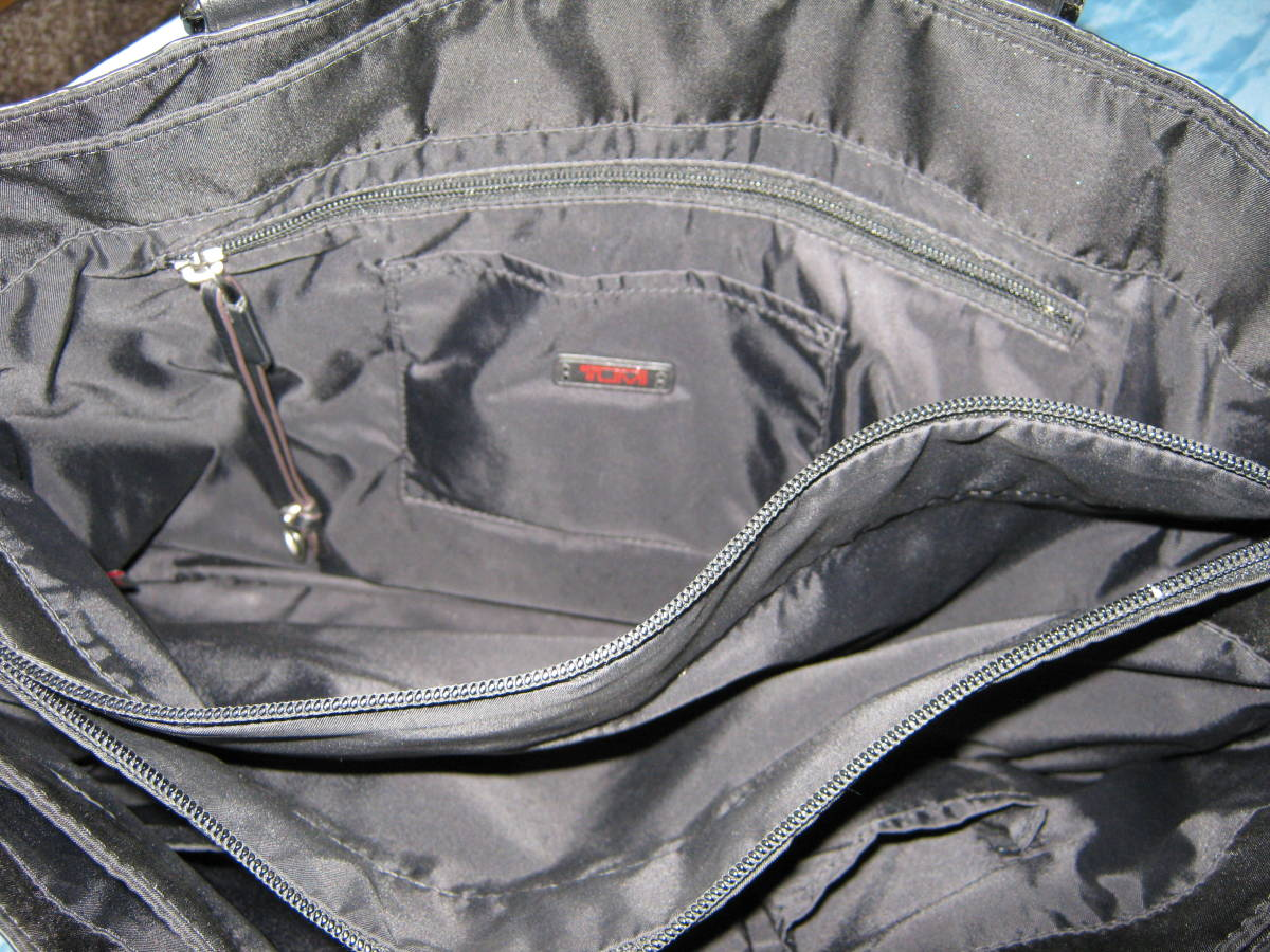 レア出品!美品!超ポケット多! TUMI トゥミ 黒 ビジネスバッグ ブリーフケース A4入ります 肩にも手にも持てる便利設計_画像5