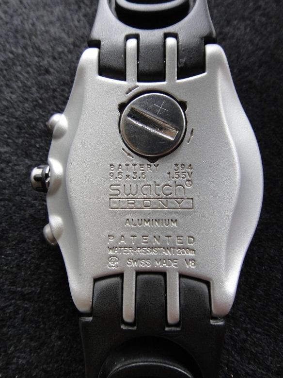 スオッチ 腕時計 ★ Swatch IRONY ALUMINIUM ◆ WATER-RESIST 200m SWISS MADE V8 【中古品】_画像4