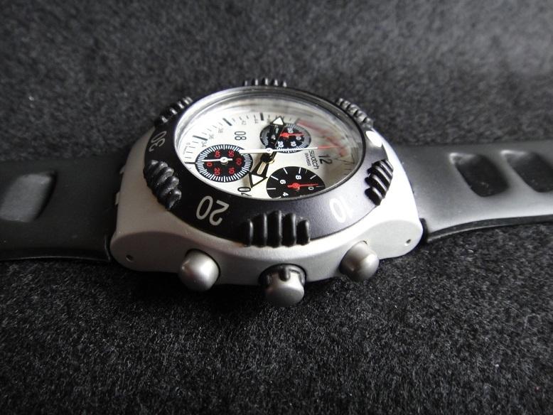 スオッチ 腕時計 ★ Swatch IRONY ALUMINIUM ◆ WATER-RESIST 200m SWISS MADE V8 【中古品】_画像2