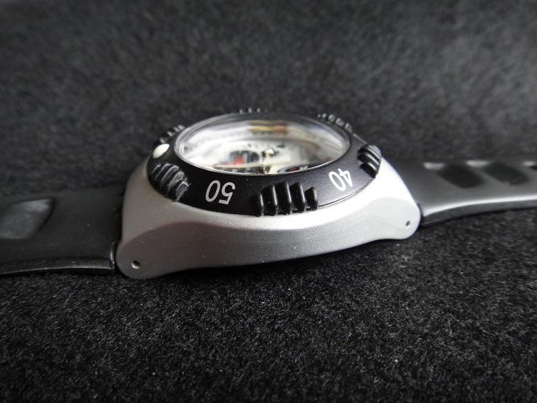 スオッチ 腕時計 ★ Swatch IRONY ALUMINIUM ◆ WATER-RESIST 200m SWISS MADE V8 【中古品】_画像5