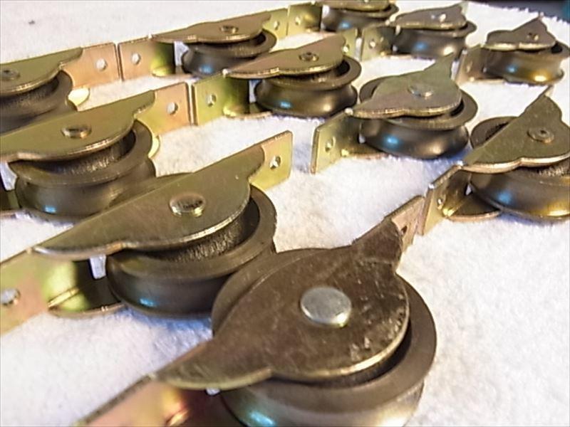 送料無料 戸車 ヨコヅナ スミトモローラー戸車 11個入 30mm 丸 8個 未使用品長期保存_画像3