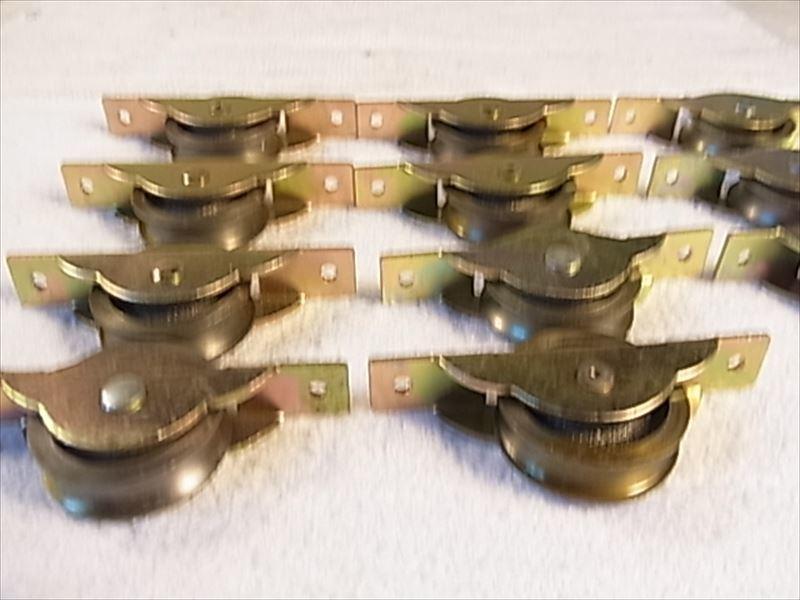 送料無料 戸車 ヨコヅナ スミトモローラー戸車 11個入 30mm 丸 8個 未使用品長期保存_画像2