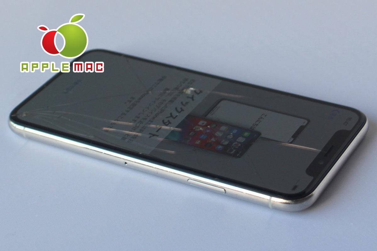 au iPhone X 64GB シルバー 破損あり中古本体(ジャンク・パーツどり端末)_画像3