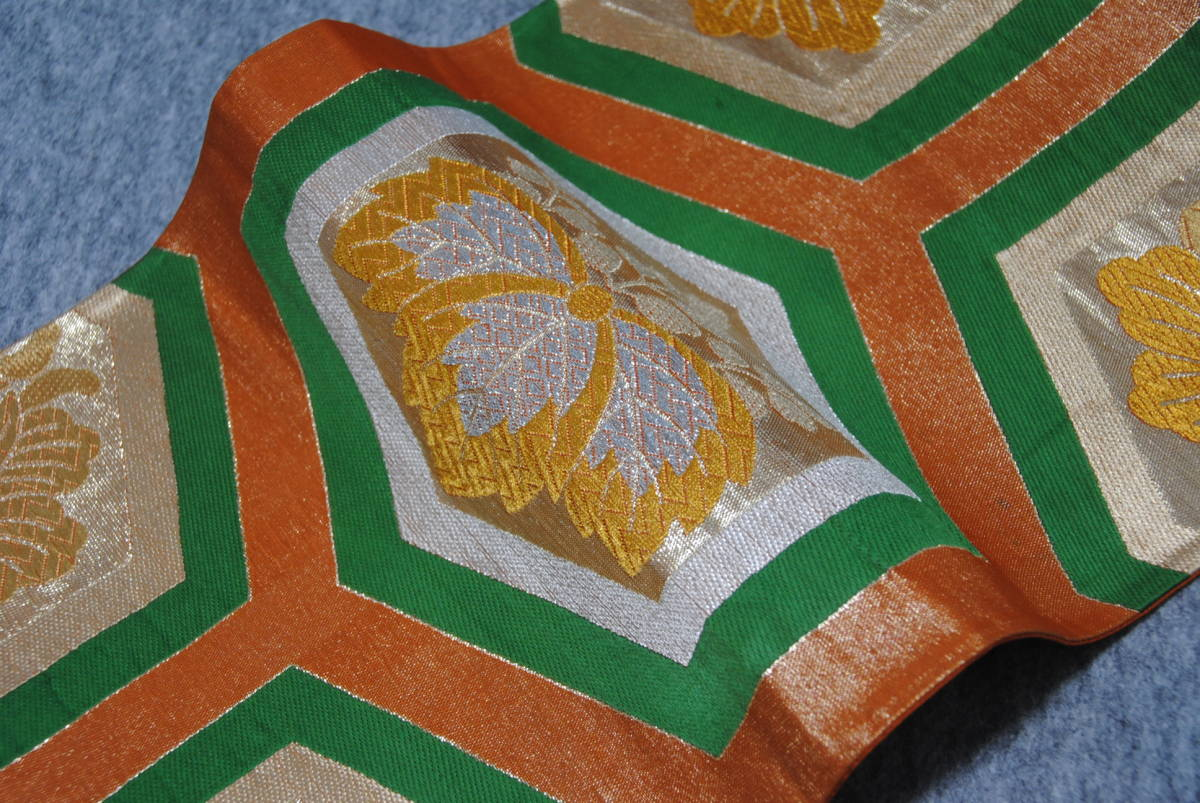 M1004★正絹/オレンジの地に金糸銀糸使いの桐と花の亀甲紋様の袋帯★緑 六通柄 振袖 訪問着 成人式 結婚式 送料無料 送料込み_画像2