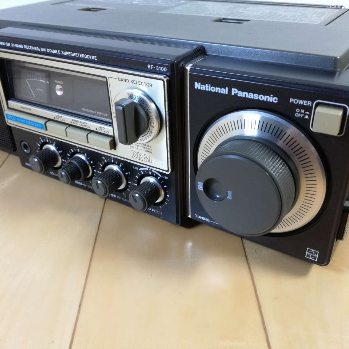 美品!! 動作確認済!! National Panasonic FM-MW-SW 31バンドレシーバー RF-3100 アンティークラジオ _画像2
