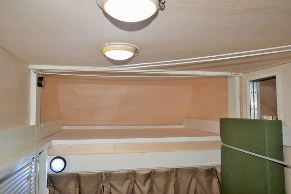 バンク部分の収納部(寝具を入れます。)