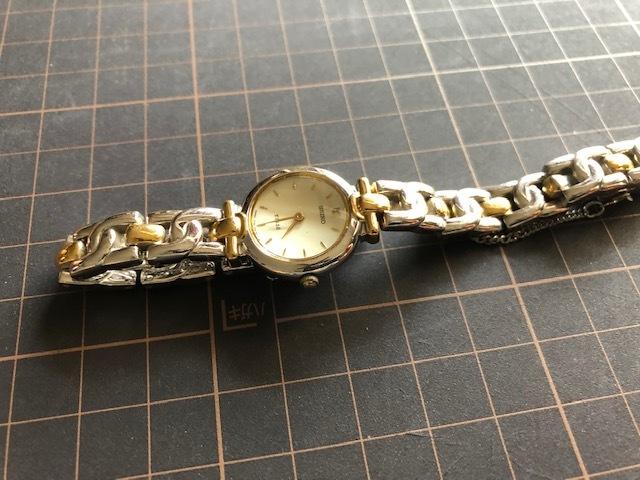 KK717 良好程度 ヴィンテージ レア SEIKO/セイコー TISSE ティセ コンビ オフホワイト系文字盤 1F20-0K30 クオーツ レディース 腕時計_画像4