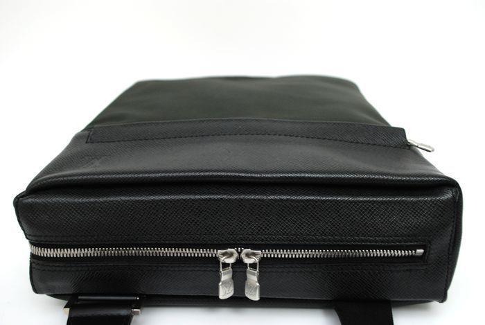 【極美品】ルイヴィトン Louis Vuitton タイガ ベルーガ ショルダーバッグ 黒 アルドワーズ メンズ ヴィトン バッグ 本物 美品 定価約16万_画像5
