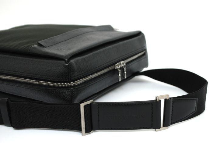 【極美品】ルイヴィトン Louis Vuitton タイガ ベルーガ ショルダーバッグ 黒 アルドワーズ メンズ ヴィトン バッグ 本物 美品 定価約16万_画像8