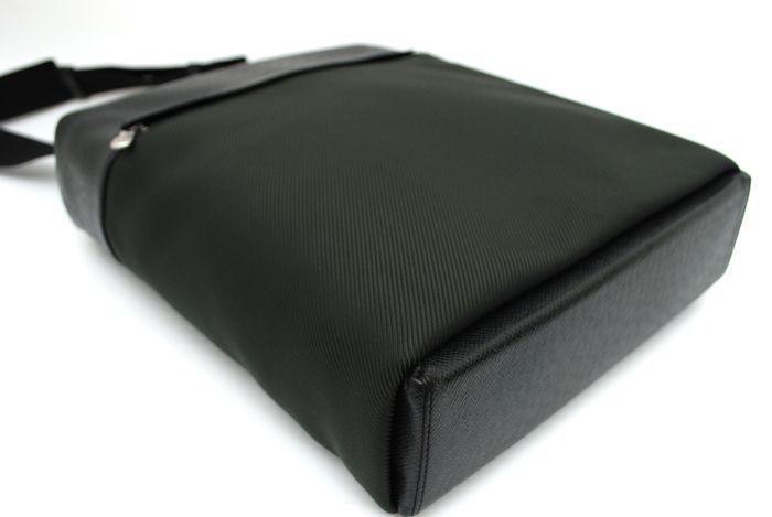 【極美品】ルイヴィトン Louis Vuitton タイガ ベルーガ ショルダーバッグ 黒 アルドワーズ メンズ ヴィトン バッグ 本物 美品 定価約16万_画像6