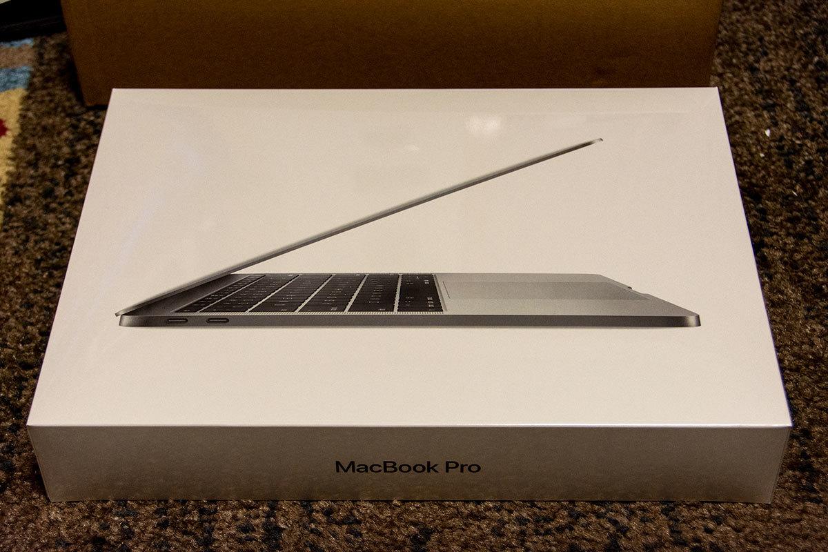 (おまけ付き)Apple MacBook Pro MPXT2J/A(Core i5 2.3GHz/8GB/256GB SSD/RetinaLED 2,560x1,600/Thunderbolt 3ポートx2)スペースグレイ