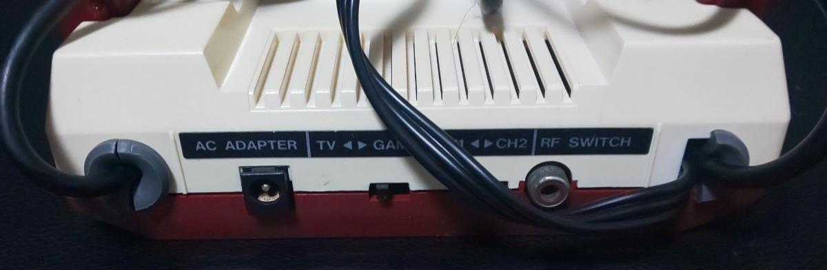 1円スタートです★AV仕様ファミコン☆縦縞ノイズ低減対策済み☆電源LED追加(RGB数色に変化)☆純正ACアダプター付です_画像9