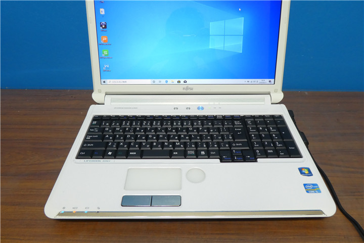Lifebook AH56/C Corei5 2520M 2.50GHz 4GB 500GB ブルーレイ HDMI Webカメラ 無線 Windows10 Office2007 美品_画像2