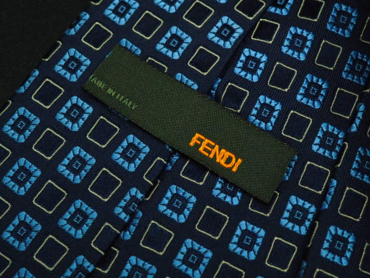 美品【FENDI】 フェンディ ITALY イタリア製 ネイビー アイスブルー ホワイト USED オールド ブランドネクタイ SILK100% シルク_画像4