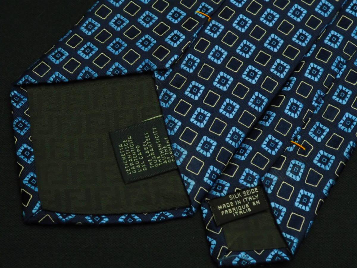 美品【FENDI】 フェンディ ITALY イタリア製 ネイビー アイスブルー ホワイト USED オールド ブランドネクタイ SILK100% シルク_画像5