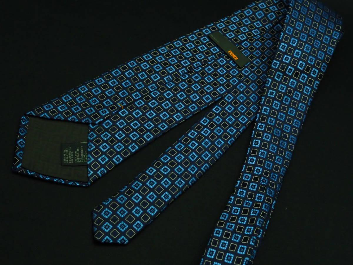 美品【FENDI】 フェンディ ITALY イタリア製 ネイビー アイスブルー ホワイト USED オールド ブランドネクタイ SILK100% シルク_画像3