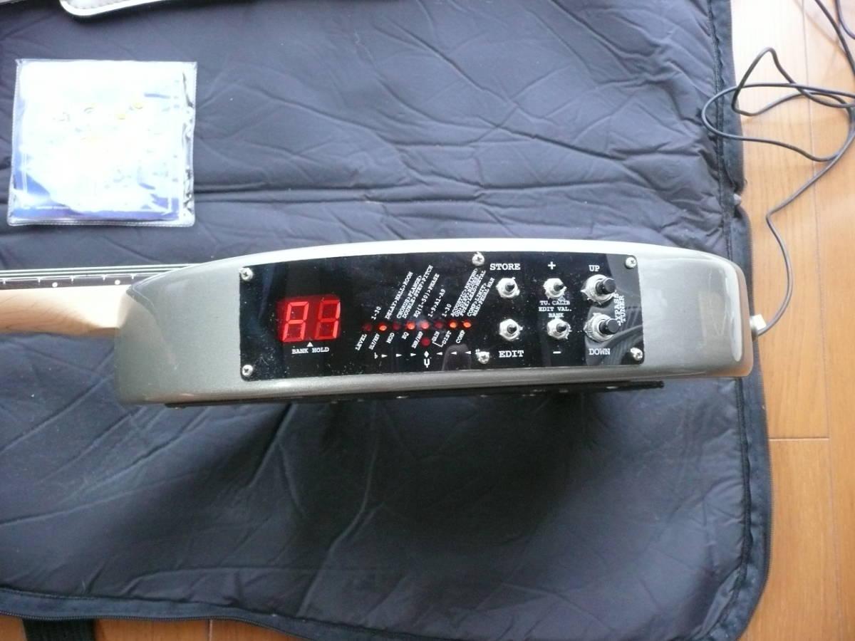 FERNANDES DIGI-ZO ZO-3(エフェクター内臓モデル) シルバー 純正ソフトケース付 ACアダプター付 予備弦付 _画像3