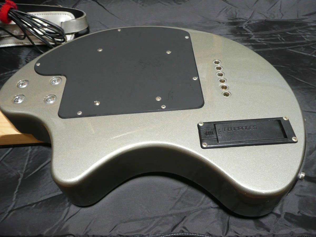 FERNANDES DIGI-ZO ZO-3(エフェクター内臓モデル) シルバー 純正ソフトケース付 ACアダプター付 予備弦付 _画像7