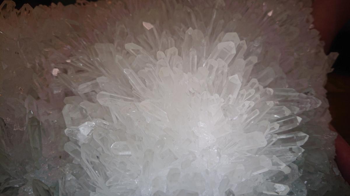 花咲水晶 置物 海外産 美品 台座付き 原石 宝石 _画像9