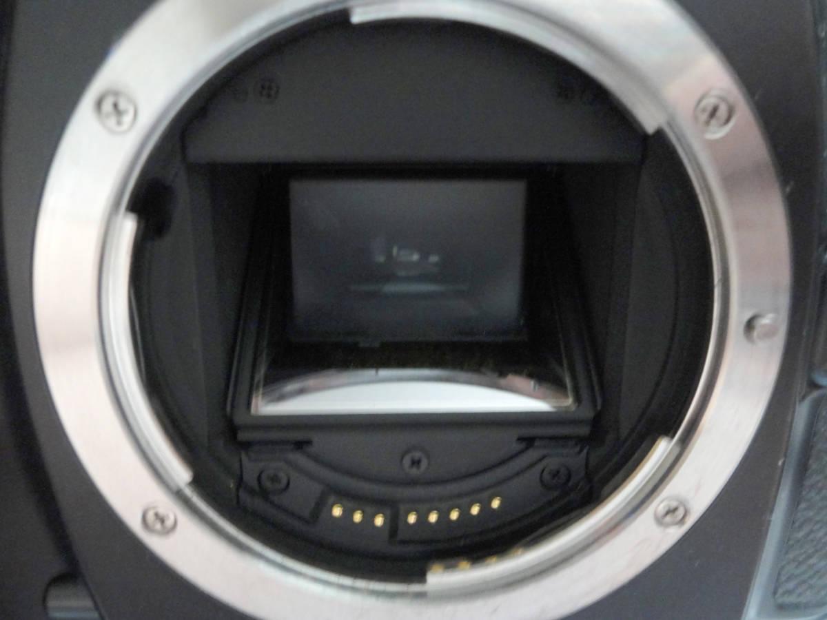 綺麗な状態のペリクルミラー搭載の最高機種キヤノンEOS1-n RSとキヤノンEF50mmF2.5マクロレンズ付き_画像7