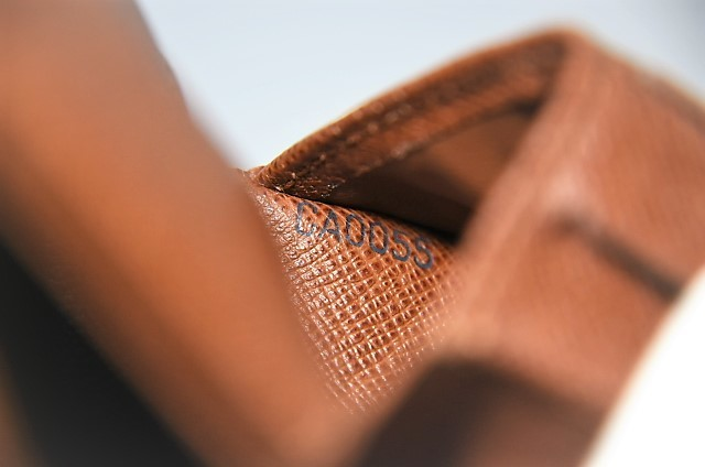 【確実正規品】超極美品!ヴィトン ポルトフォイユ・マルコ 小銭入れ付き二つ折り短財布_画像10