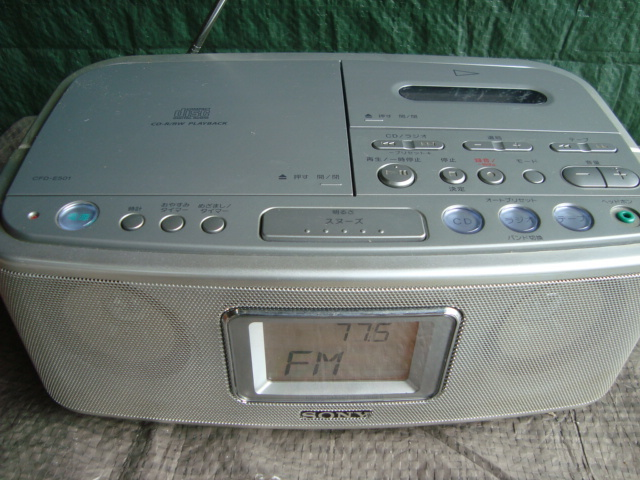 ☆★aiSONY ソニー CDラジオカセットレコーダー CFD-E501 シルバー TAPE 目覚まし ラジカセ_画像2
