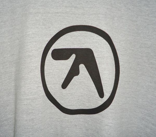 【送料無料】Aphex Twin 杢グレー ロング丈 Tシャツ【新品未使用】Unitedathle 5.6オンス エイフェックス・ツイン ロゴ Mサイズ テクノ 灰_画像4