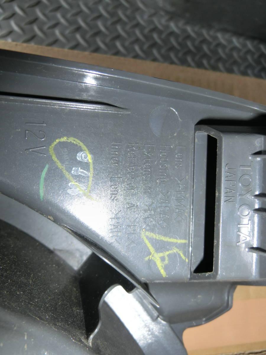 200系 ハイエース 4型純正テールランプ 左右セット_画像4