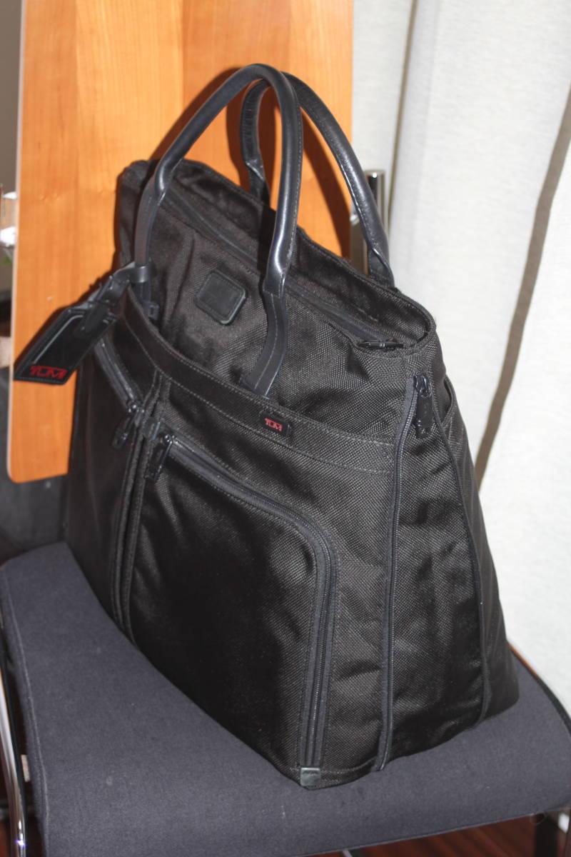 ★調整できるハンドルで肩掛け可能★TUMIトゥミ★「Style 22157」コンパニオントートバッグ★ビジネスブラック★とてもキレイな状態です♪_画像4