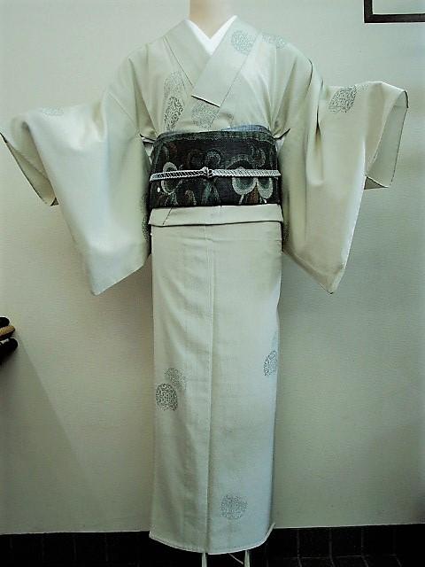 ★つばめ★ 単衣~お召し着物・丸い柄・淡いカーキグリーン~正絹紬