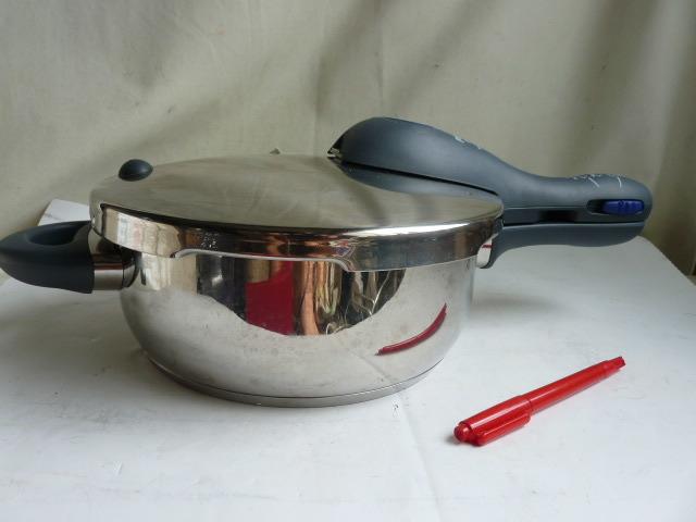 良品◆WMF ヴェーエムエフ ドイツ製 パーフェクトプラス Perfect plus 圧力鍋 _画像2