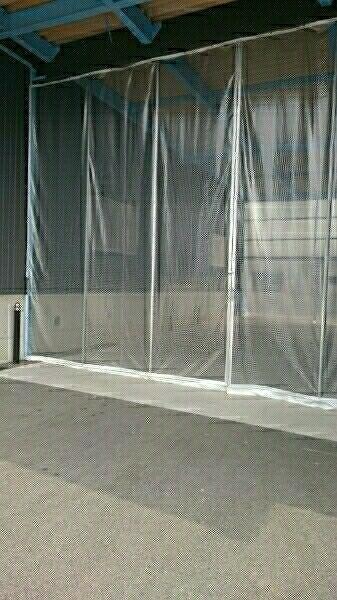0.55ミリ カーポート 糸入り ビニールカーテン オーダー 車庫 塗装ブース 間仕切り 雪 暖房 防寒 板金 倉庫 間仕切り 冷房 _画像1