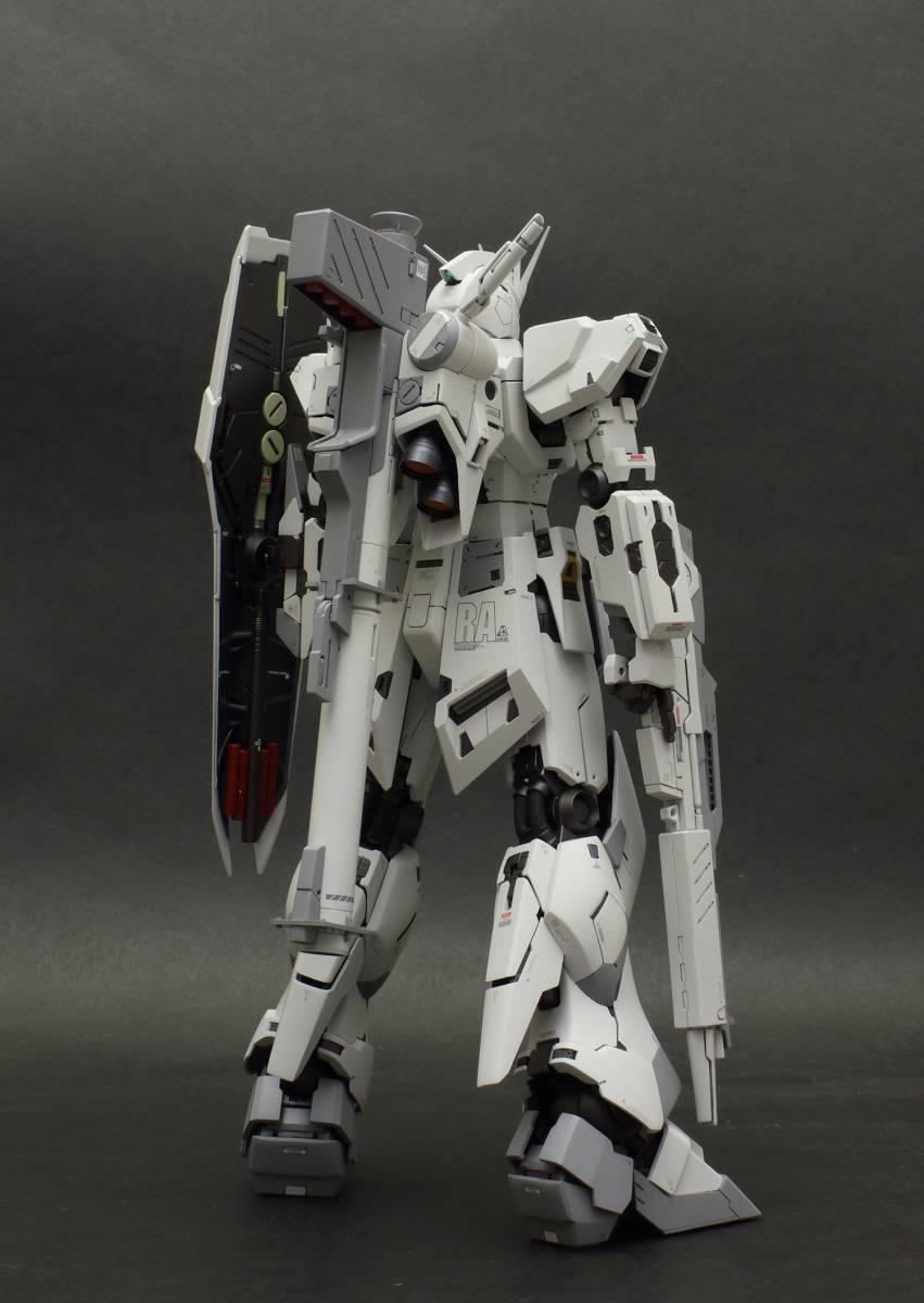 MG 1/100 νガンダム  ver.ka 徹底改修塗装完成品 マスターアーカイブ版ロールアウトカラー RX-93 ニューガンダム_画像7
