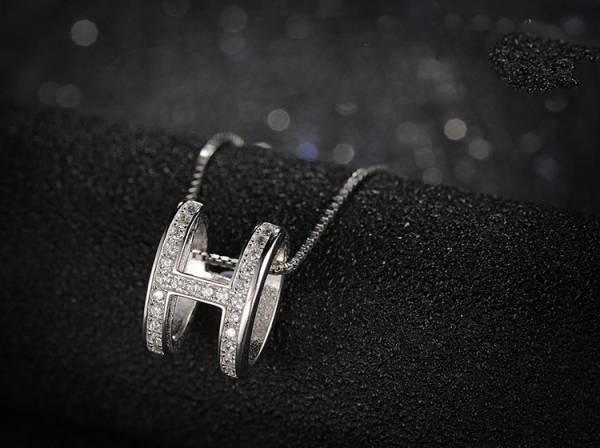 1円~新品 ■希少品■ 大人気な30連ダイヤモンドペンダント■ プラチナ仕上 ■■_画像2