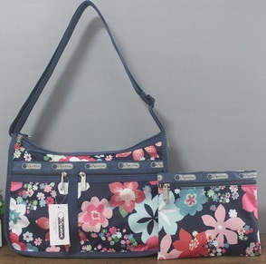 man and woman use BAG * pretty shoulder bag Le Sportsac pouch attaching floral print dark blue