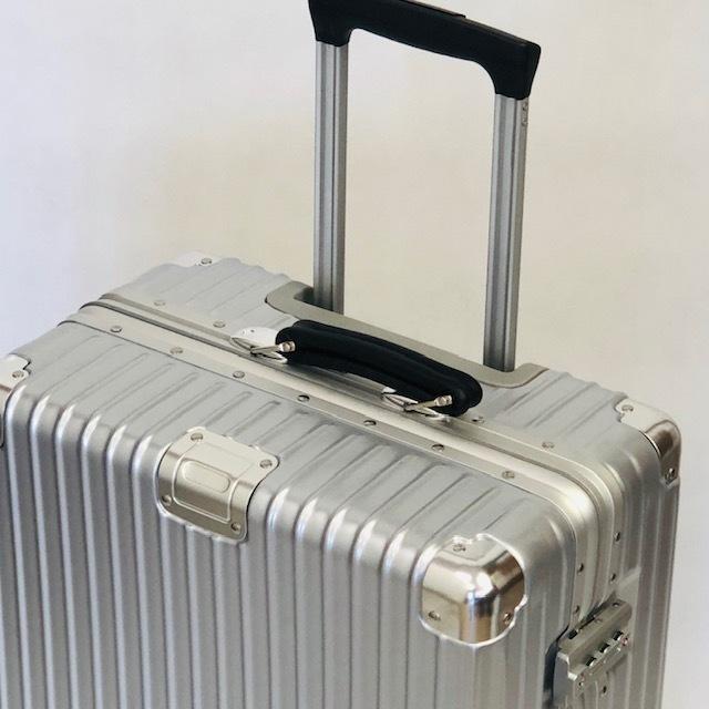 送料無料●1回使用●中古スーツケース大型67L●4輪キャリー●TSAロック●シルバー _画像2