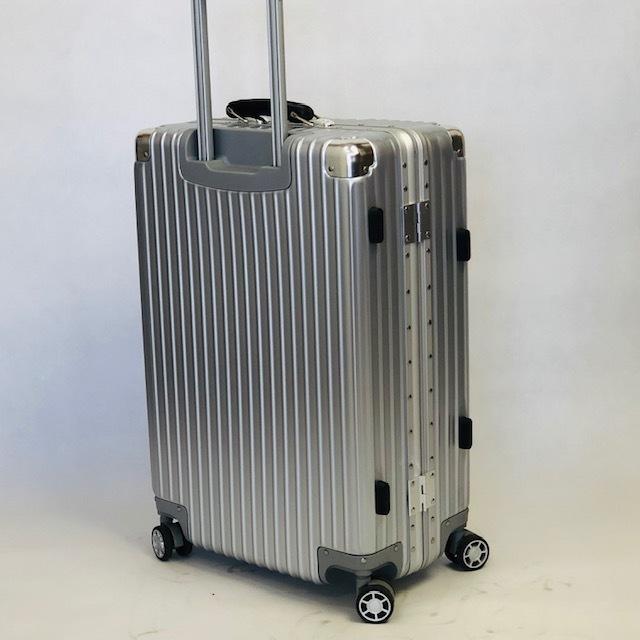 送料無料●1回使用●中古スーツケース大型67L●4輪キャリー●TSAロック●シルバー _画像3