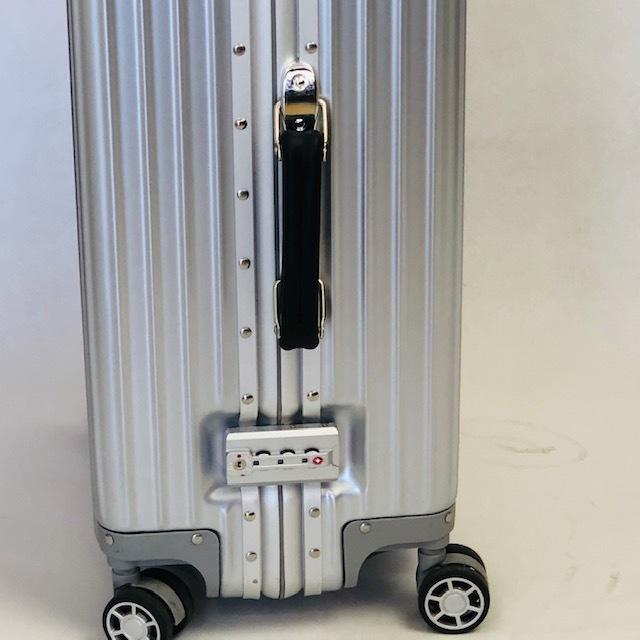 送料無料●1回使用●中古スーツケース大型67L●4輪キャリー●TSAロック●シルバー _画像4