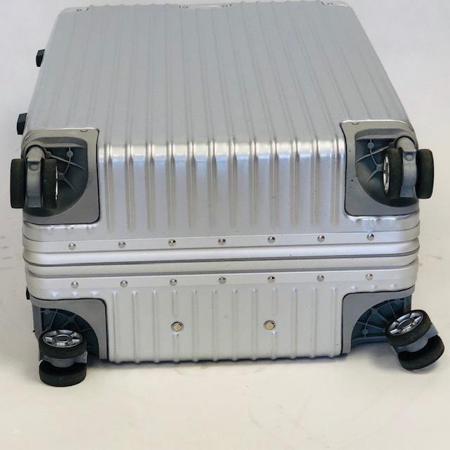 送料無料●1回使用●中古スーツケース大型67L●4輪キャリー●TSAロック●シルバー _画像6
