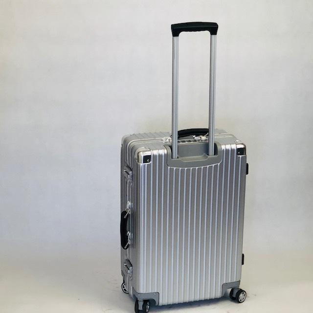 送料無料●1回使用●中古スーツケース大型67L●4輪キャリー●TSAロック●シルバー _画像9