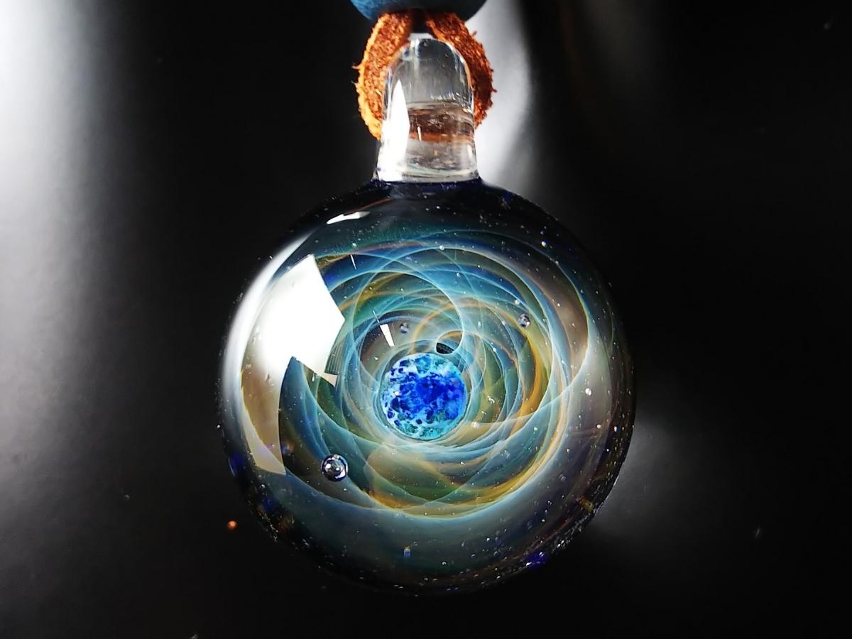 y-322 ☆≪ オミグラ! ≫ 宇宙 ガラス 地球 「 エターナルオービット 」アクセサリー ペンダント ネックレス ☆_画像3