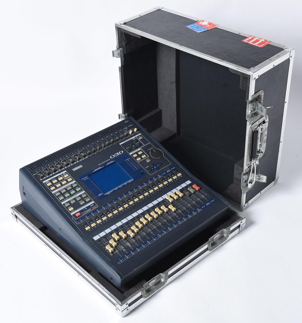YAMAHA 03D デジタルミキサー PULSE製ハードケース付 中古品 管理F99_画像2