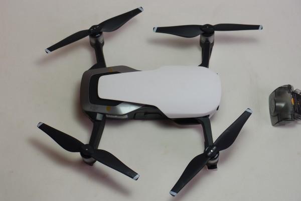 DJI MAVIC AIR FlyMoreCombo 8インチタブレット NDフィルター他おまけ付 コンパクト430gドローン 4K撮影 3軸ジンバル GPS 送料無料_画像2