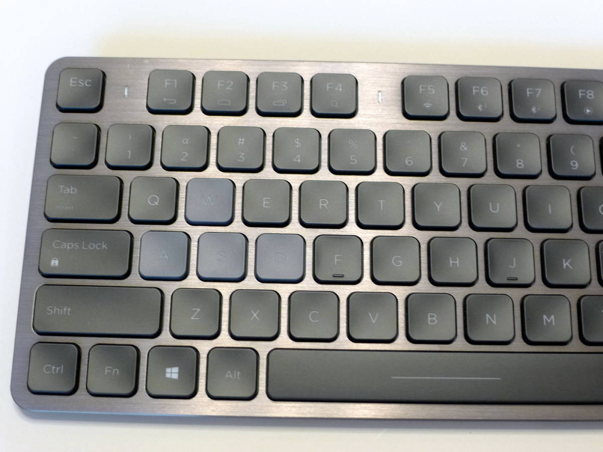 【使用僅か 美品】CORSAIR コルセア K83 ワイヤレスエンターテイメントキーボード 英語配列_画像7