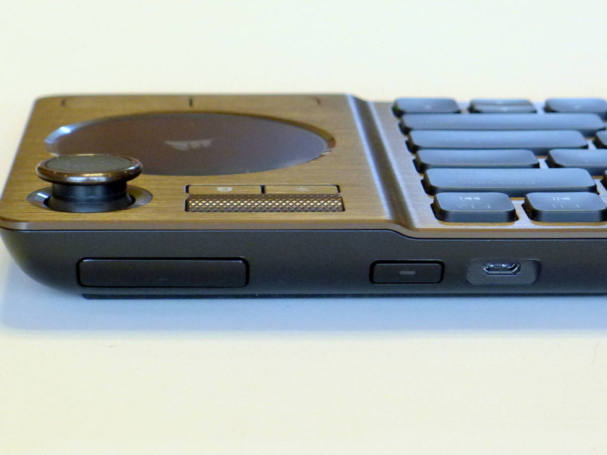 【使用僅か 美品】CORSAIR コルセア K83 ワイヤレスエンターテイメントキーボード 英語配列_画像8