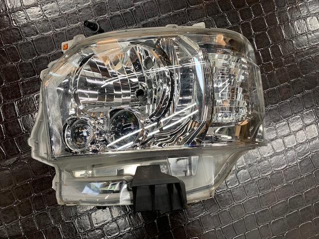 200系 ハイエース レジアスエース 純正 LED ヘッドライト _画像3