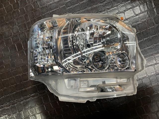 200系 ハイエース レジアスエース 純正 LED ヘッドライト _画像2