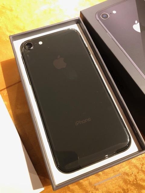 新品未使用品 softbank iPhone8 64GB スペースグレー 黒 ソフトバンク _画像2