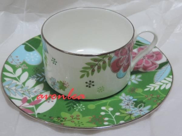 ナルミ ボーンチャイナ フローラルパラダイス ティー&コーヒー兼用 カップ&ソーサー グリーン(NARUMI/BONE CHINA/茶器/紅茶_グリーン基調の上品なデザインです。